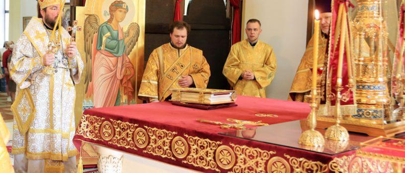 Архиерейское богослужение в день памяти всех русских святых
