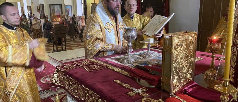 В день памяти Белорусских святых епископ Серафим совершил Божественную литургию