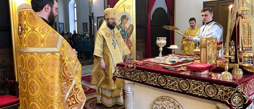 Епископ Серафим совершил Божественную литургию и диаконскую хиротонию в соборе