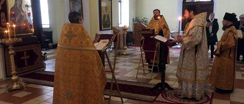 Епископ Серафим совершил чтение акафиста Пресвятой Богородице в кафедральном соборе