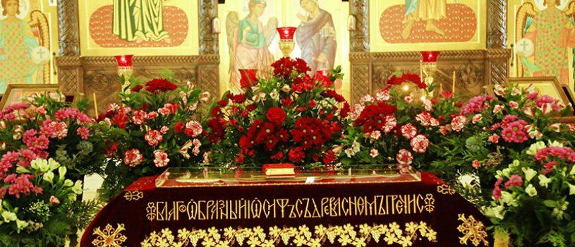 В Великий Пяток епископ Серафим совершил богослужение с чином погребения Плащаницы