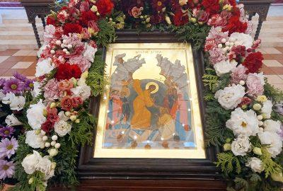 В среду Светлой седмицы епископ Серафим совершил пасхальную вечерню в кафедральном соборе