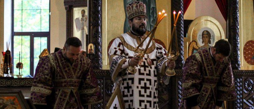 В кафедральном соборе состоялась торжественное богослужение в праздник Воздвижения Креста Господня