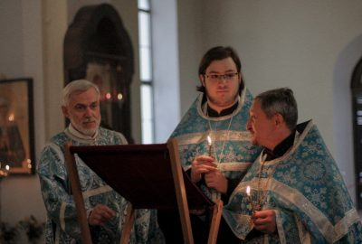 Воскресным вечером в Никольском соборе состоялся чин погребения плащаницы Божией Матери